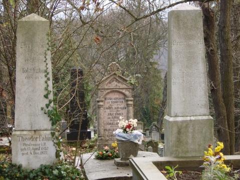 Regina's tomb